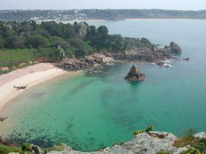 Photo de la Baie de St-Brelade à l'Île de Jersey, située entre le Nord de la France et le Sud de la Grande-Bretagne.