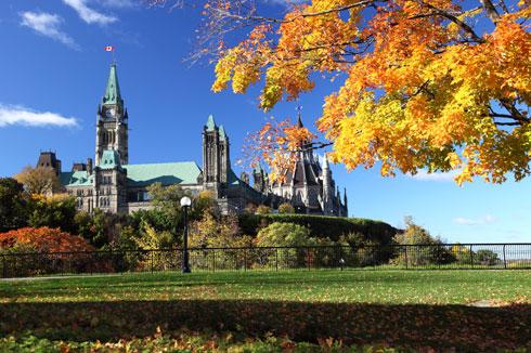 parlement-a-ottawa-en-automne