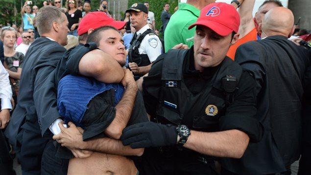 le-militan-esteban-torres-neutralise-par-des-policiers