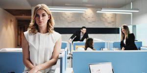 Femme dans un environnement de travail